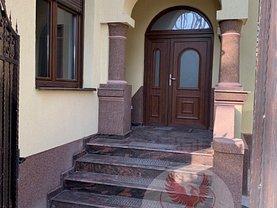 Casa de închiriat 5 camere, în Craiova, zona Central