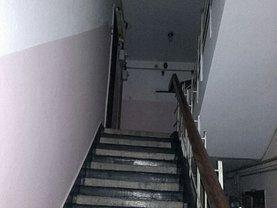 Apartament de vânzare 2 camere, în Moinesti