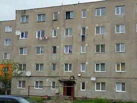 Apartament de vânzare 3 camere, în Petrosani, zona Sud