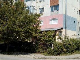 Apartament de vânzare 3 camere, în Calafat, zona Central