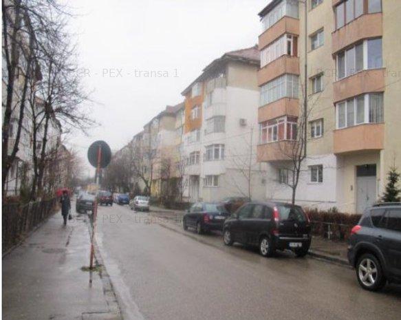 Apartament de vânzare 3 camere - imaginea 2