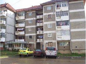 Apartament de vânzare 3 camere în Moinesti, Central