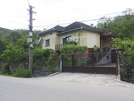 Casa de vânzare 6 camere, în Hunedoara, zona Sud