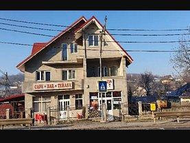 Casa de vânzare 10 camere, în Uricani