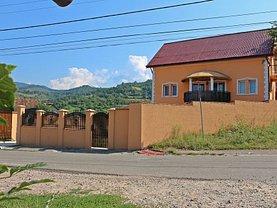 Casa de vânzare 11 camere, în Pietroasa