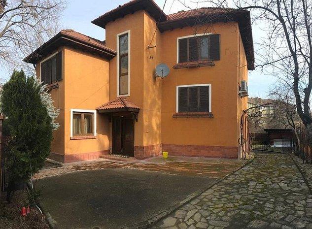 Balcescu - 7 camere stil baroc - teren 600 mp - 330000 euro - imaginea 1