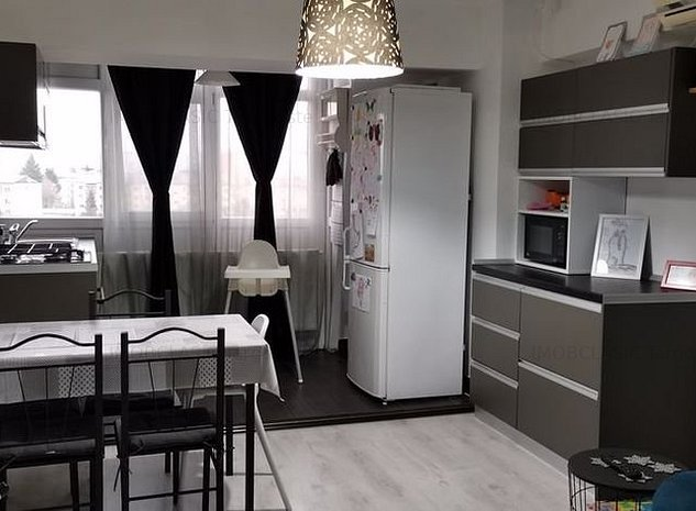 Vanzare Apartament 2 Camere, Zona RAGC Targoviste - imaginea 1