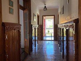 Casa de vânzare 6 camere, în Malu cu Flori