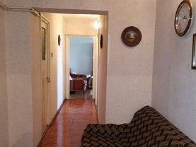 Apartament de vânzare 3 camere, în Buzău, zona Bălcescu