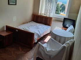 Apartament de vânzare 4 camere, în Braşov, zona Calea Bucureşti