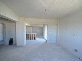 Apartament de vânzare 5 camere, în Ploieşti, zona 9 Mai