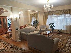 Casa de închiriat 8 camere, în Constanta, zona Tomis I
