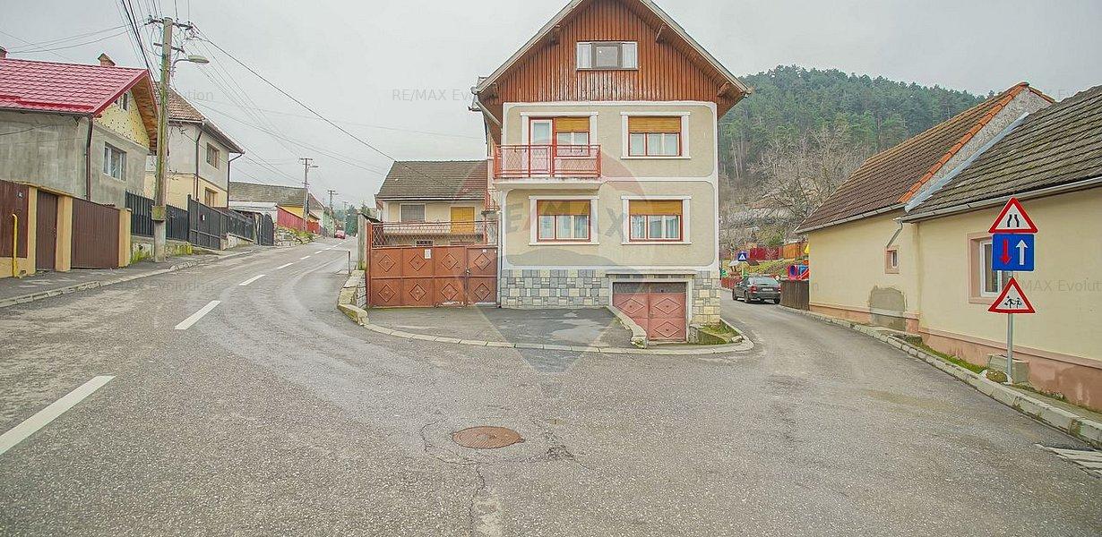 COMISION 0%! Casa spatioasa 7 camere, 956 mp teren si atelier, Sacele - imaginea 1