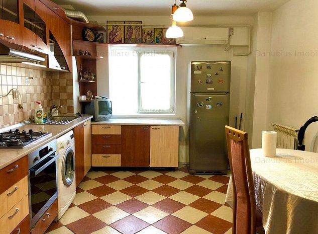 Apartament 3 camere decomandat reovat Micro 20 pret 400Euro - imaginea 1