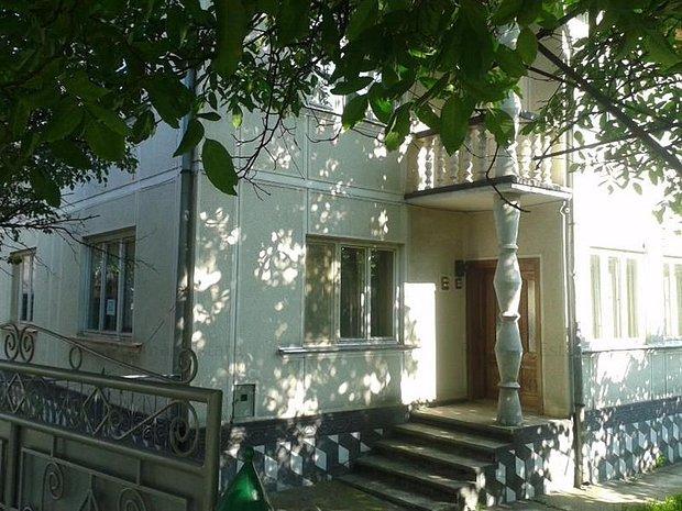 Casa + Teren - Str. Dr. Mihai Marina nr 6, Suprafata 4,500 mp - imaginea 1