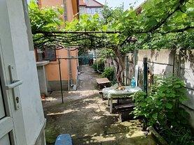 Casa de închiriat 4 camere, în Braşov, zona Răcădău