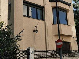 Casa de vânzare 5 camere, în Bucureşti, zona Capitale