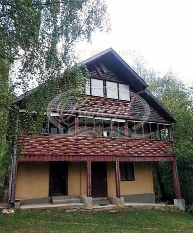 Casa de vacanta cu teren de 1,6 hectare - imaginea 1
