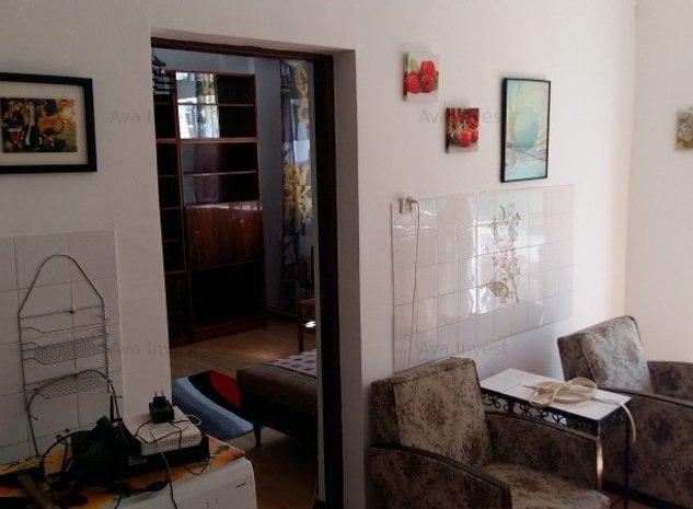 Casa 3 camere, cartierul Andrei Muresanu, zona Piata Engels - imaginea 1