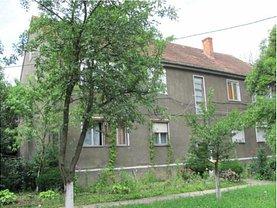 Apartament de vânzare 3 camere, în Stei, zona Central