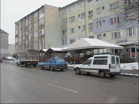 Apartament de vânzare 2 camere, în Stei, zona Central