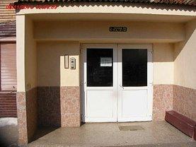 Apartament de vânzare 2 camere, în Petrosani, zona Central