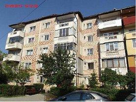 Apartament de vânzare 4 camere, în Petrosani, zona Sud