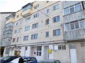Apartament de vânzare 3 camere în Pascani, Nord