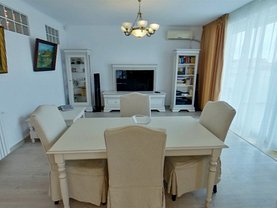 Penthouse de vânzare sau de închiriat 4 camere, în Mangalia, zona Central