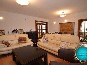 Casa de vânzare 8 camere, în Rosu