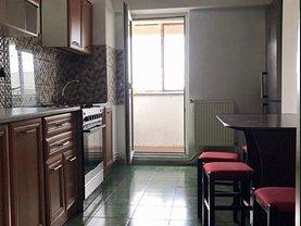 Apartament de închiriat 3 camere, în Iaşi, zona Hala Centrală