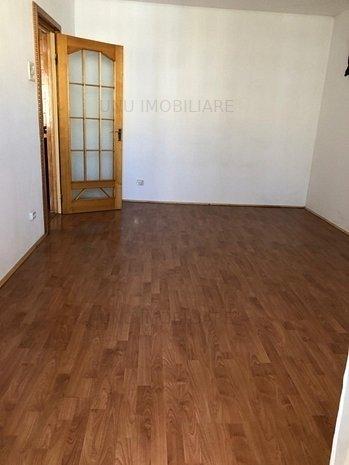 Apartament 2 camere decomandat , Alexand: Apartament 2 camere decomandat , Alexandru - Chimicale , etaj intermediar ,liber