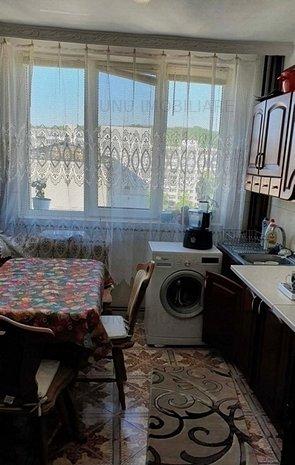Alexandru - Posta ,apartament 3 camere d: Alexandru - Posta ,apartament 3 camere decomandat , etaj intermediar , geam baie