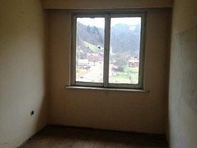 Apartament de vânzare 3 camere, în Lupşa