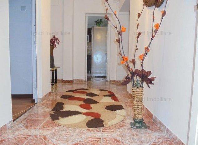 Foarte spatios! Vanzare apartament cu 3 camere in Targoviste-M 5 - imaginea 1
