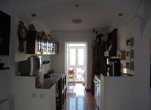 Decomandat! Inchiriere apartament cu 3 camere in Targoviste - micro 12 - imaginea 1