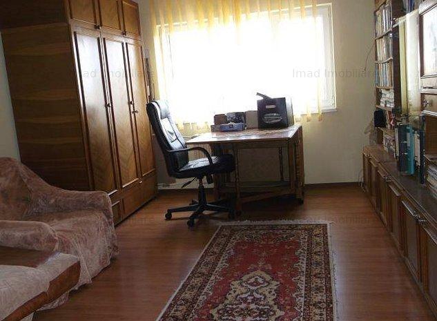 Central! Vanzare apartament cu 2 camere in Targoviste! - imaginea 1