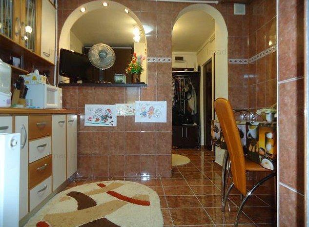 ZONA RAGC! Vanzare apartament cu 2 camere decomandat in Targoviste - imaginea 1