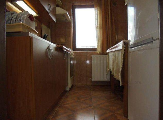 Zona Roger! Vanzare apartament cu 3 camere in Targoviste micro 6. - imaginea 1
