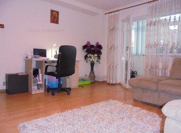 Spatios! Vanzare apartament cu 3 camere in Targoviste micro 6. - imaginea 1