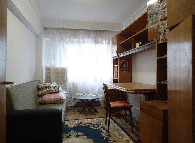 Decomandat! Vanzare apartament cu 3 camere in Targoviste - zona RAGC - imaginea 1