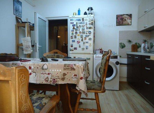 Vanzare apartament 3 camere, decomandat, etaj 1 in Targoviste - M11 - imaginea 1