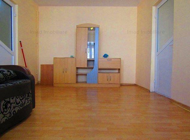 Zona buna! Luminos! Vanzare apartament cu 2 camere in Targoviste micro 6! - imaginea 1