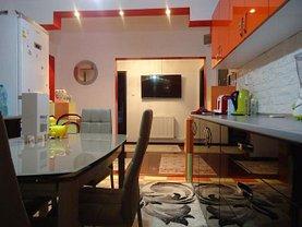 Apartament de vânzare 4 camere, în Târgovişte, zona Micro 4