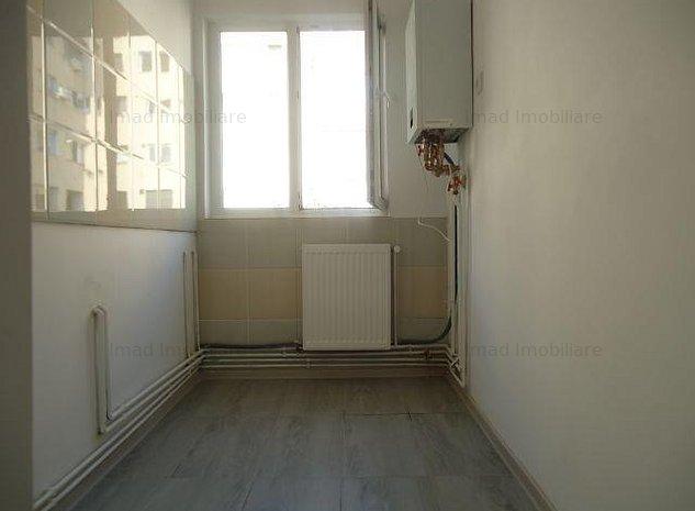Renovat complet! Vanzare apartament cu 2 camere in Targoviste-M 11 - imaginea 1