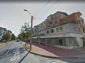 Apartament de vânzare 3 camere, în Onesti, zona Central