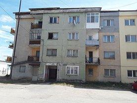 Apartament de vânzare 2 camere, în Berbeşti, zona Central