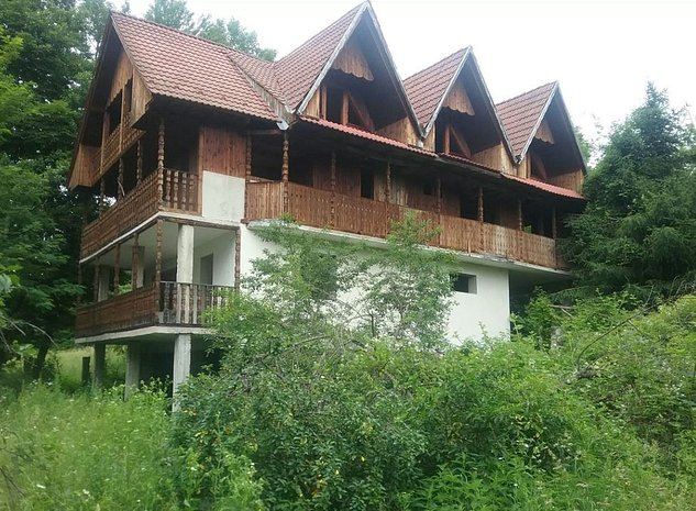 Casa si teren in Eselnita - imaginea 1