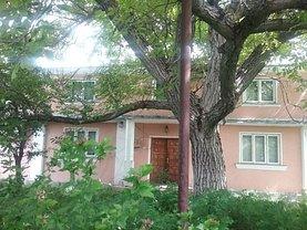 Casa de vânzare 10 camere, în Ulieşti