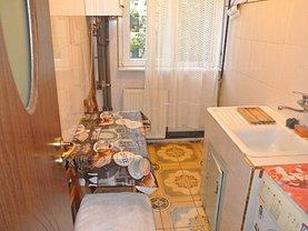 Apartament de vânzare 3 camere, în Pitesti, zona Banat